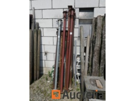 10-stanchions-and-trestles-993181G.jpg