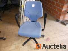 18 Office chair with armrests Giroflex
