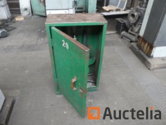 5 Metal Cabinets