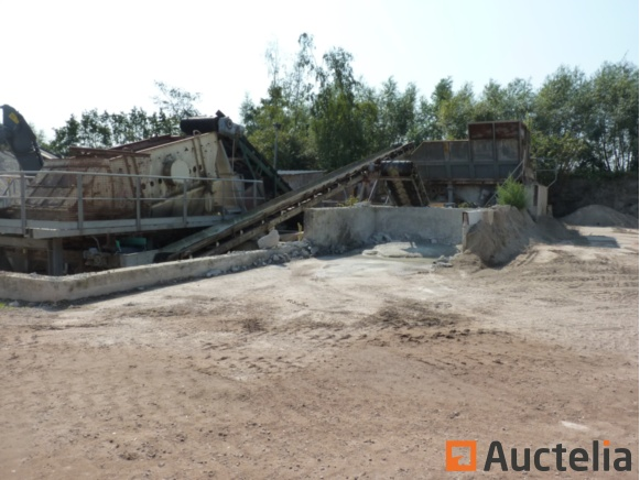 Crushing and sorting station