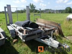 Double axle trailer with structure for tarpaulin and loading ramp