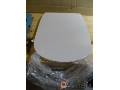 Ideal Standard White Toilet board. Store Value: €125