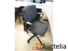 Office chair on casters: Quantity: 3 Pieces