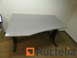 office-table-933226G.jpg