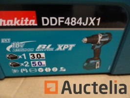 screw-driver-on-battery-in-its-makita-systainer-ddf484jx1-990721G.jpg