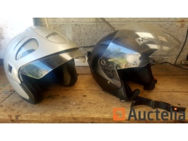 set-of-2-motorcycle-helmets-926824G.jpg